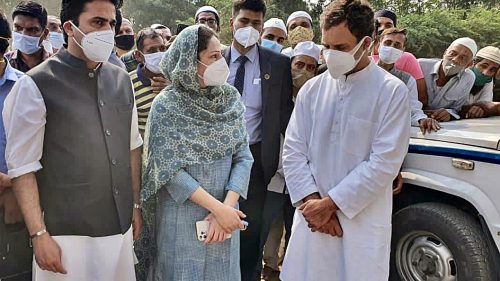 Congress leader Rahul Gandhi along with senior party leaders and family members during the last rites of Senior Congress leader Late Ahmed Patel